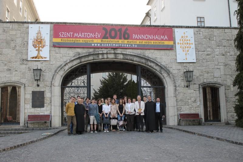 Szent Márton Akadémia - Várszegi Asztrik: Szent Márton közösségei